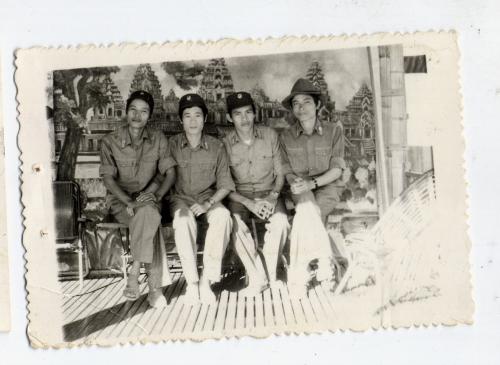 Bốn Bác sỹ quân y cùng lò đào tạo Y Hà Nội tại Đông Bắc Cămpuchea tháng 5-1984