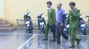 Anh Đoàn Văn Vươn bị bắt sau vụ cưỡng chế trái luật của chính quyền Tiên Lãng