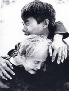 Niềm vui ngày đoàn tụ. Ảnh Lâm Hồng Phong