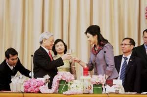 chúc mừng sau ký hiệp định