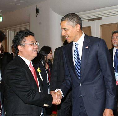 Ông Đặng Thành Tâm đã có dịp gặp gỡ, tiếp xúc nhiều nguyên thủ quốc gia Mỹ, Nga, Nhật,.. Trong ảnh là buổi tiếp kiến với Tổng thống Mỹ Barack Obama.