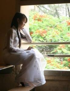 Dáng suy tư của Nguyễn Thùy Linh  (ảnh từ Facebook của Nguyễn Thùy Linh)