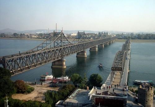 Hai cây cầu lịch sử bắc qua sông Áp lục tại biên giới Trung - Triều (Yalu river)