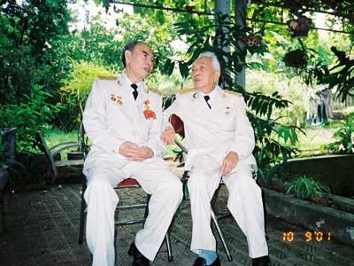 Đại tướng Võ Nguyên Giáp cùng Thượng tướng Hoàng Minh Thảo